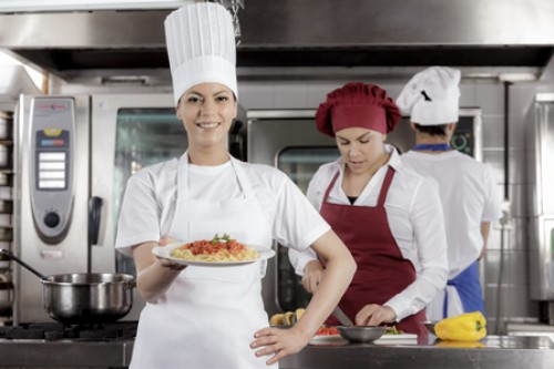 Angemessene Arbeitsbekleidung – unverzichtbar für die Lebensmittelsicherheit!